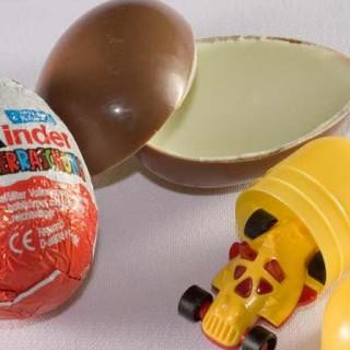 Во Франции умерла девочка, задохнувшись игрушкой из Киндер-Сюрприз