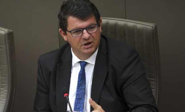 На фото министр энергии Bart Tommelein