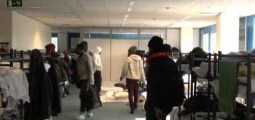 Несколько сот беженцев выдворены из приемного центра Харен