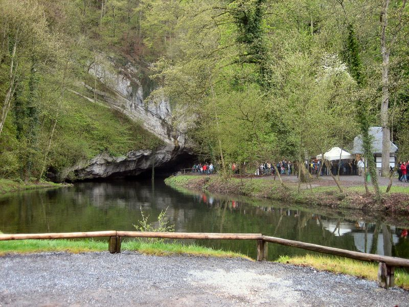 800px-Grotten_van_Han_-_uitgang