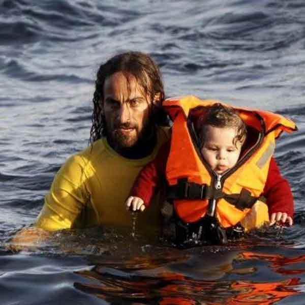 Испанский спасатель Оскар Камп