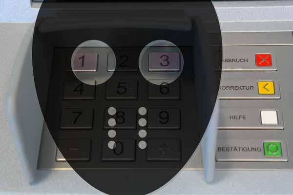 щедрый банкомат раздает деньги