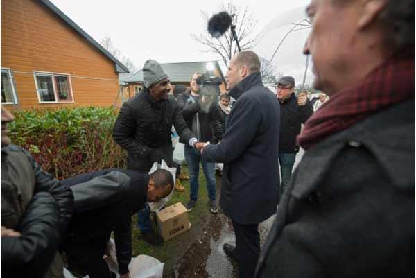 В Дании беженцы обязаны десять часов в неделю посещать курсы и столько же часов работать