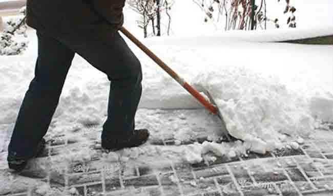 Штраф 250 евро за неочищенный от снега и листьев тротуар