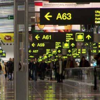 115 беженцев задержаны в аэропортах на пути домой