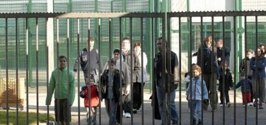 Возвращение к практике 2008 года: Семьи нелегалов снова будут содержать в закрытых центрах