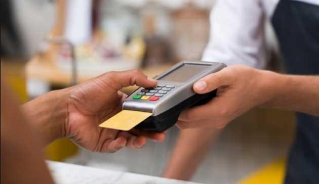 Торговцам запретили взимать комиссию при оплате банковской картой