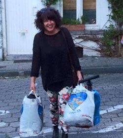 Мириам Берге, с вещами для транзитных мигрантов