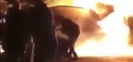 Очевидцы ДТП спасают мужчину из горящего автомобиля в Икселе
