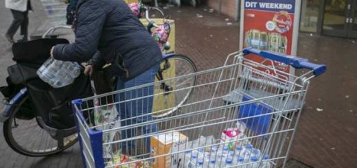 Бельгийка получают штраф 414 евро, потому что купила слишком много воды во Франции