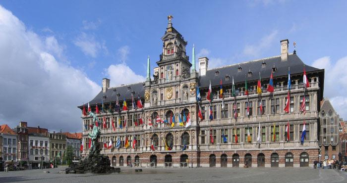 Городская ратуша Антверпена расположена на Гроте Маркт в бельгийском городе Антверпен. Ратуша входит в список Всемирного культурного наследия ЮНЕСКО