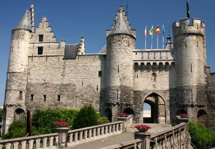 Замок Стен (нидерл. Burg Steen) — крепость в центре Антверпена, часть городской стены.