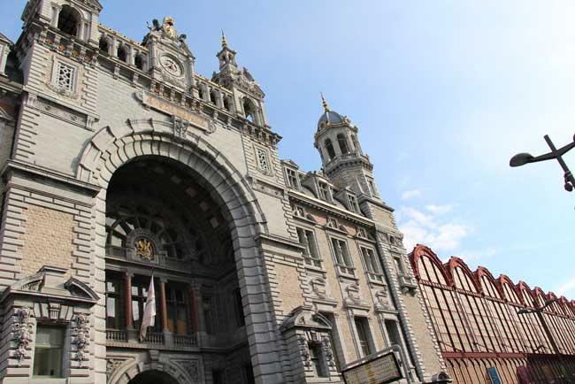 Одна из главных достопримечательностей Антверпена – ЖД вокзал