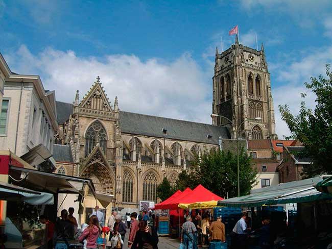 Базилик на центральной площади
