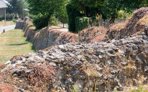 Фрагменты городской стены в городе Тонгерен