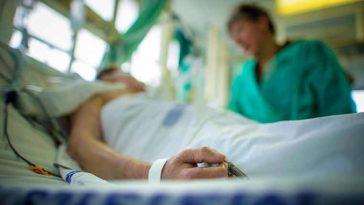 Больше позитивных тестов на COVID-19, но меньше госпитализаций