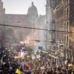 Массовые протесты в Амстердаме против коронаограничений: минимум 10 000 человек