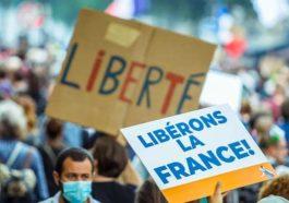 Франция: корона-паспорта до 2022 года? Если это будет зависеть от правительства Макрона, то да.
